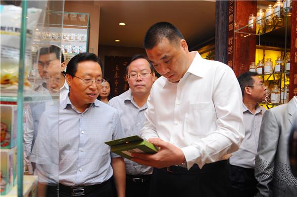 四川广元市长王菲率团考察康美药业