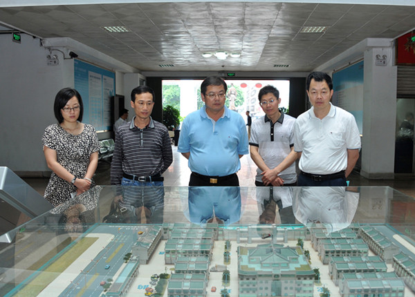 鹰潭市食品药品监督管理局一行考察康美药业