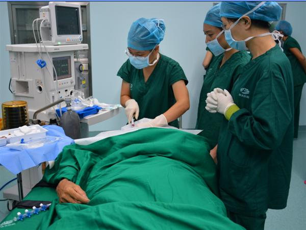 康美医院首台大型手术取得圆满成功