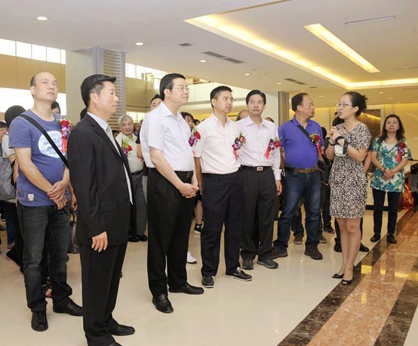 香港参茸药材保寿堂商会一行到康美药业参观交流
