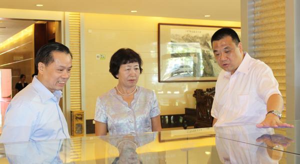 全国人大常委、全国人大华侨委员会副主任黄丽满调研康美药业