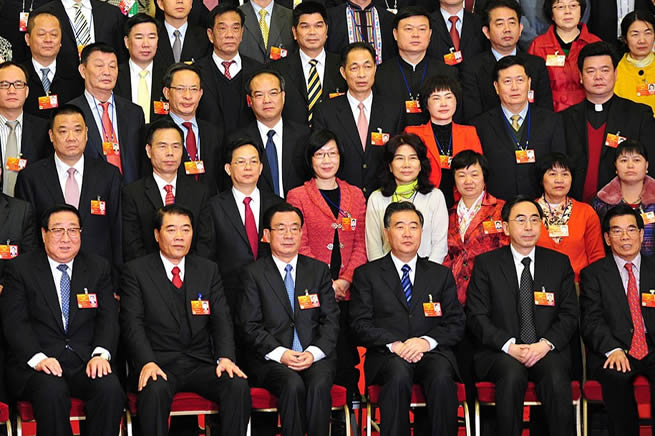 贺国强参加广东代表团审议并与马兴田等代表合影